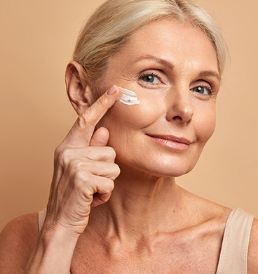 Tumbnail_0003_middle-aged-beautiful-woman-applies-anti-aging-cream-on-face-undergoes-beauty-treatments-cares-about-ski