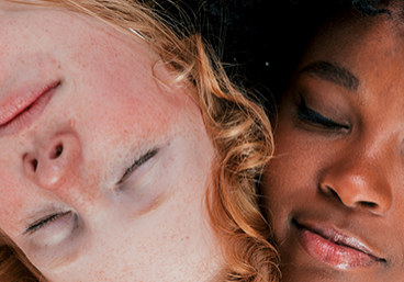 Tumbnail_0001_close-up-fair-dark-skinned-young-woman-leaning-their-head-each-other-sleeping